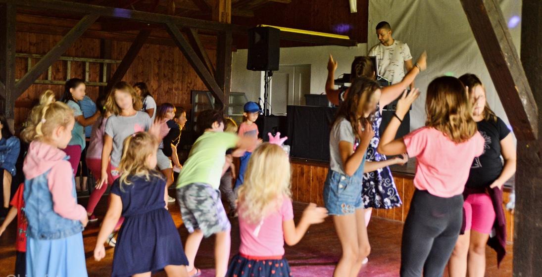 DJ na dětské akci